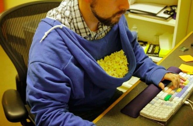 Use Your Hood As A Bowl For Popcorns