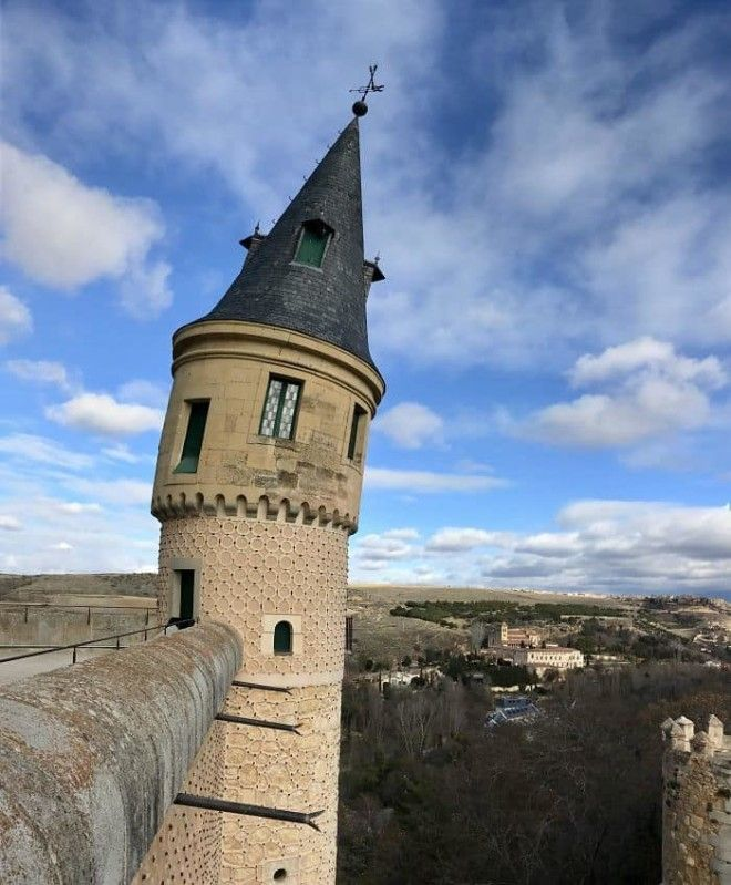 Panoramic Camera Caused This Castle Tower Too Seem Like Its Leaning