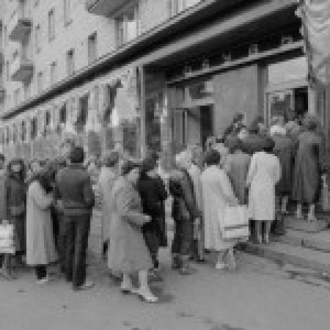 Soviets Lining Up Outside Store