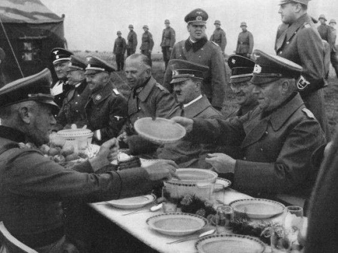 Гитлер и солдаты, полевая кухня